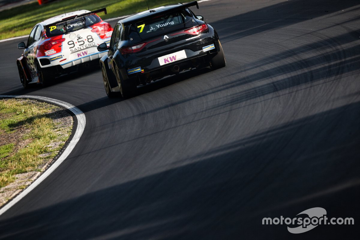 Jack Young, Vukovic Motorsport Renault Megane RS, Luca Filippi, Mulsanne Alfa Romeo Giulietta TCR