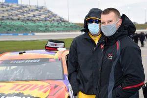 Ryan Preece, JTG Daugherty Racing, Chevrolet Camaro Kroger, Kyle Busch, Joe Gibbs Racing, Toyota Camry M&M's Halloween