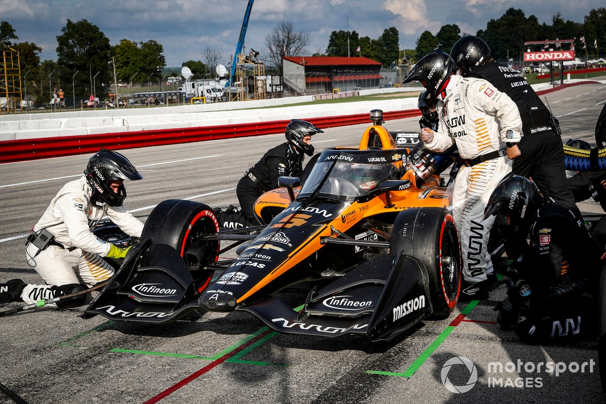 Patricio O'Ward, Arrow McLaren SP Chevrolet, pit stop