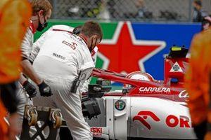 Antonio Giovinazzi, Alfa Romeo Racing C39, on the grid