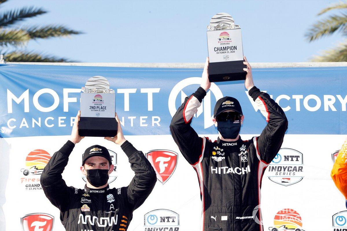 Podio: Ganador de la carrera Josef Newgarden, Team Penske Chevrolet, segundo lugar Patricio O'Ward, Arrow McLaren SP Chevrolet