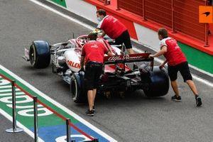 Alfa Romeo Racing mechanics push Antonio Giovinazzi's Alfa Romeo Racing C39 along the pitlane