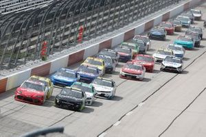 Denny Hamlin, Joe Gibbs Racing, Toyota Supra SportClips Ross Chastain, Kaulig Racing, Chevrolet Camaro Nutrien Ag Solutions