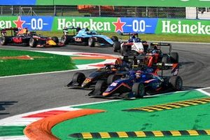 Clement Novalak, Carlin and Jack Doohan, HWA Racelab battle