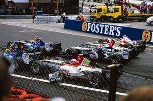 Jenson Button, BAR 006 Honda, breaks his front wing after contact with Felipe Massa, Sauber C23 Petronas. Giancarlo Fisichella, Sauber C23 Petronas, Juan Pablo Montoya, Williams FW26 BMW, Takuma Sato, BAR 006 Honda, and Olivier Panis, Toyota TF104B, are also in frame