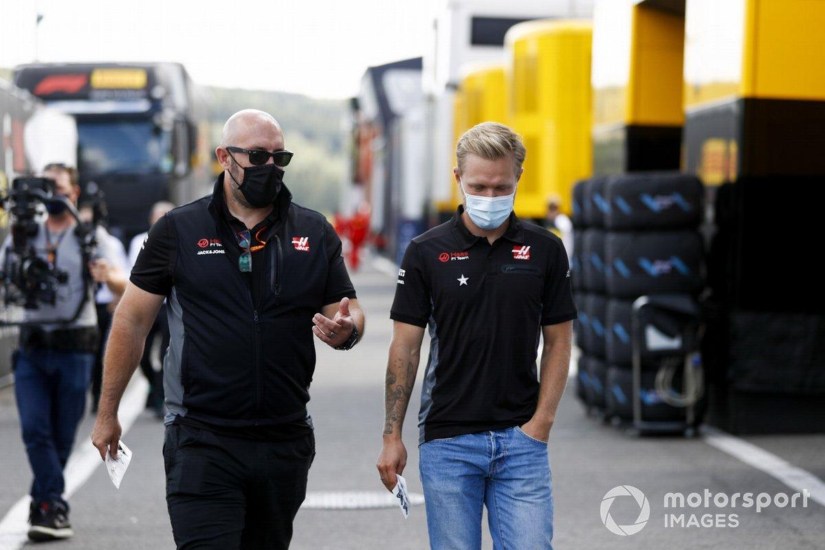 Kevin Magnussen, Haas F1 en el paddock