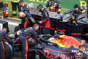 Alex Albon, Red Bull Racing RB16 on the grid
