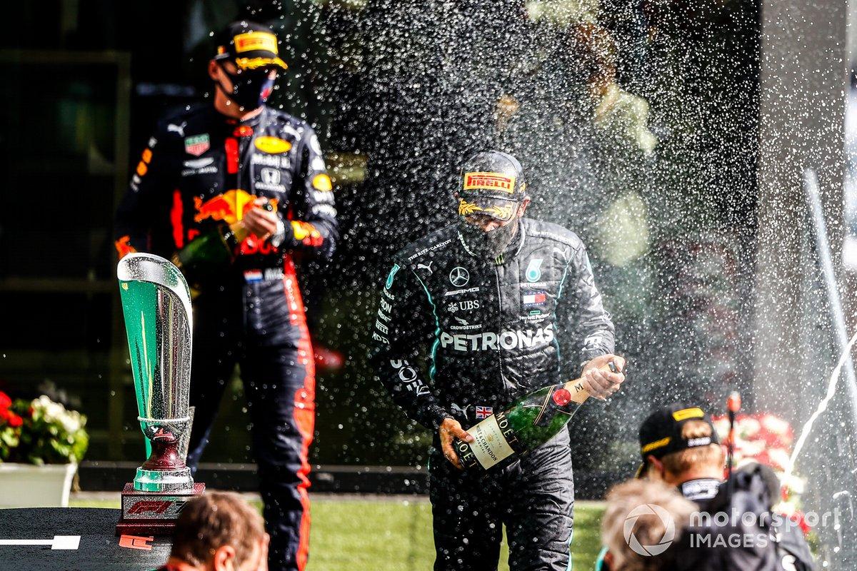 Podyum: 3. Max Verstappen, Red Bull Racing, Yarış galibi Lewis Hamilton, Mercedes-AMG F1, 2. Valtteri Bottas, Mercedes-AMG F1