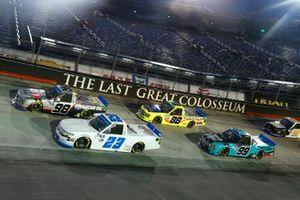 Grant Enfinger, ThorSport Racing, Ford F-150 ADS/Lucas Oil, Brett Moffitt, GMS Racing, Chevrolet Silverado GMS Racing green flag start