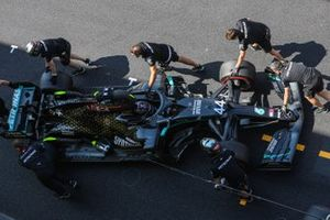Lewis Hamilton, Mercedes F1 W11, is returned to the garage
