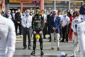 Esteban Ocon, Renault F1, Pierre Gasly, AlphaTauri, the other drivers, officials, team members, friends and family of Anthoine Hubert gather on the grid in tribute to the late F2 racer