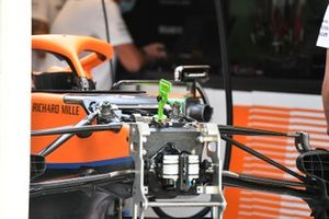 McLaren MCL35M dettaglio anteriore