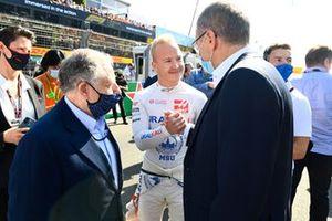 Nikita Mazepin, Haas F1, Stefano Domenicali, CEO, Formula 1 and Jean Todt, President, FIA on the grid