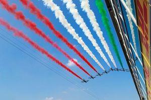 Het Italiaanse luchtmacht demonstratieteam Frecce Tricolori geeft een demonstratie voor het publiek in hun Aermacchi MB339A's