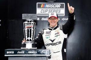 Winner A.J. Allmendinger, Kaulig Racing, Chevrolet Camaro Hyperice in Victory Lane