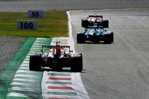 Nicholas Latifi, Williams FW43B, Sergio Perez, Red Bull Racing RB16B