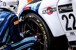 #22 GPX Racing Porsche 911 GT3-R, mechanic at work