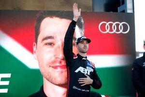 Champion podium: Kelvin van der Linde, Abt Sportsline