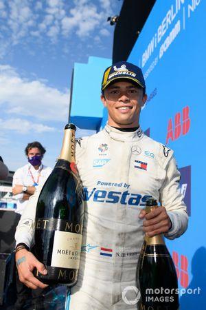 Nyck de Vries, Mercedes-Benz EQ, sul podio del campionato