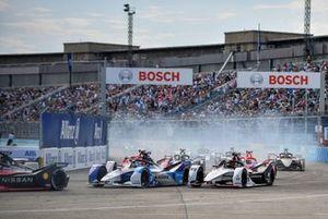 Jake Dennis, BMW i Andretti Motorsport, BMW iFE.21, Pascal Wehrlein, Porsche, Porsche 99X Electric, Sergio Sette Camara, Dragon Penske Autosport, Penske EV-5, au départ