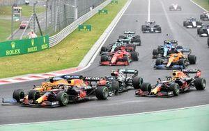 Valtteri Bottas, Mercedes W12, entre en contact avec Lando Norris, McLaren MCL35M, et Max Verstappen, Red Bull Racing RB16B, au départ