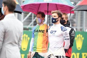 Sebastian Vettel, Aston Martin, and Pierre Gasly, AlphaTauri AT02, on the grid