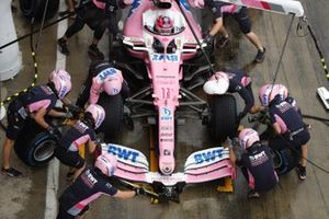Sergio Perez, Racing Point RP20, pit stop