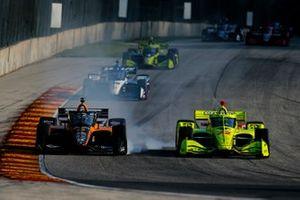 Патрисио О'Уорд, Arrow McLaren SP Chevrolet с заблокированными тормозами и Симон Пажено, Team Penske Chevrolet