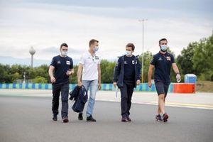 Daniil Kvyat, AlphaTauri walks the track