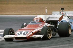 Clay Regazzoni, Ferrari 312B2 leads Chris Amon, Matra MS120C