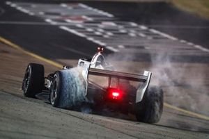 Josef Newgarden, Team Penske Chevrolet hace los donuts