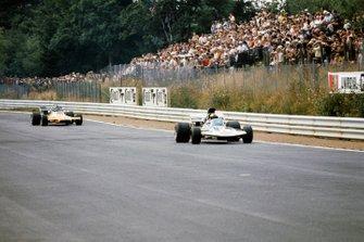 Rolf Stommelen, Surtees TS9 Ford, Peter Gethin, McLaren M19A Ford