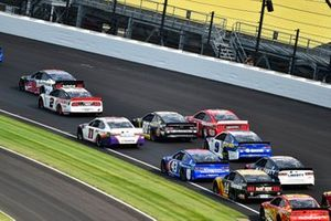 Aric Almirola, Stewart-Haas Racing, Ford Mustang Smithfield y Brad Keselowski, Team Penske, Ford Mustang Discount Tire