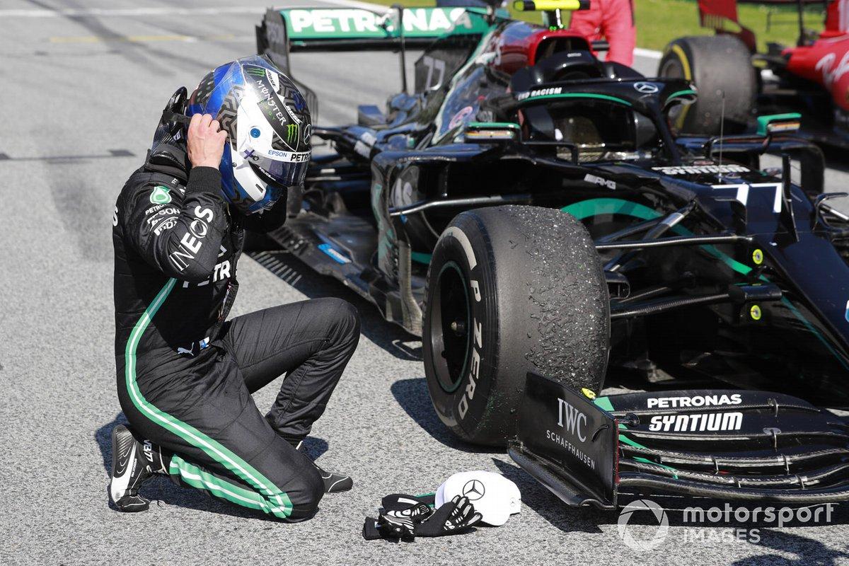 Ganador de la carrera Valtteri Bottas, Mercedes F1 W11 EQ Performance, celebra