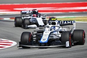 Nicholas Latifi, Williams FW43, leads Daniil Kvyat, AlphaTauri AT01