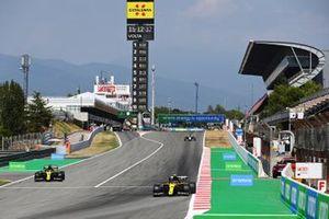 Esteban Ocon, Renault F1 Team R.S.20, leads Daniel Ricciardo, Renault F1 Team R.S.20