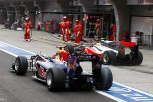 Sebastian Vettel, Red Bull Racing RB6, Lewis Hamilton, McLaren MP4-25 Mercedes during the pitstop