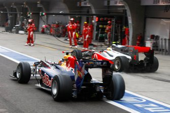 Sebastian Vettel, Red Bull Racing RB6, Lewis Hamilton, McLaren MP4-25 Mercedes during the pitstop
