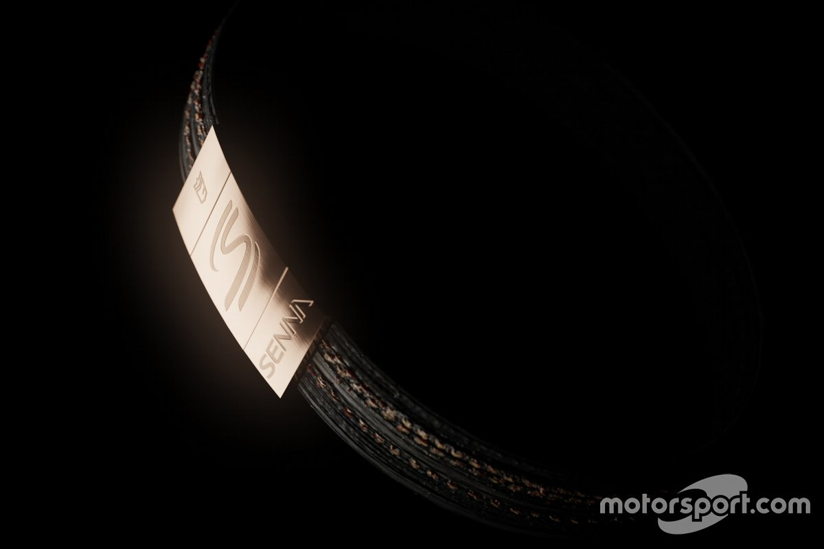 Bracciali con le gomme di Ayrton Senna