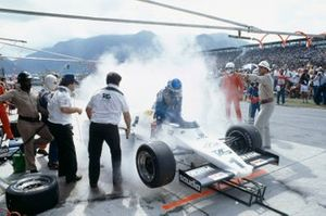 Keke Rosberg, Williams FW08C Ford during a disastrous pitstop, where a small amount of spilt fuel caused a flash-fire