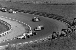 Carlos Reutemann, Brabham BT37 Ford precede Peter Revson, McLaren M19C Ford and Chris Amon, Matra MS120D