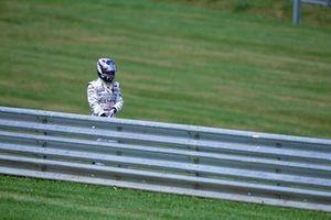 Kimi Raikkonen, McLaren Mercedes regresa caminando