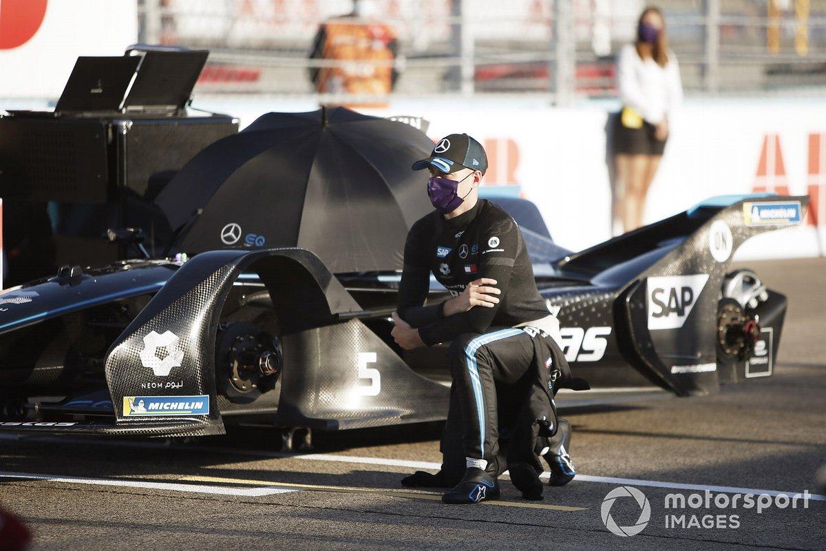 Stoffel Vandoorne, Mercedes Benz EQ, EQ Silver Arrow 01, takes a knee on the grid