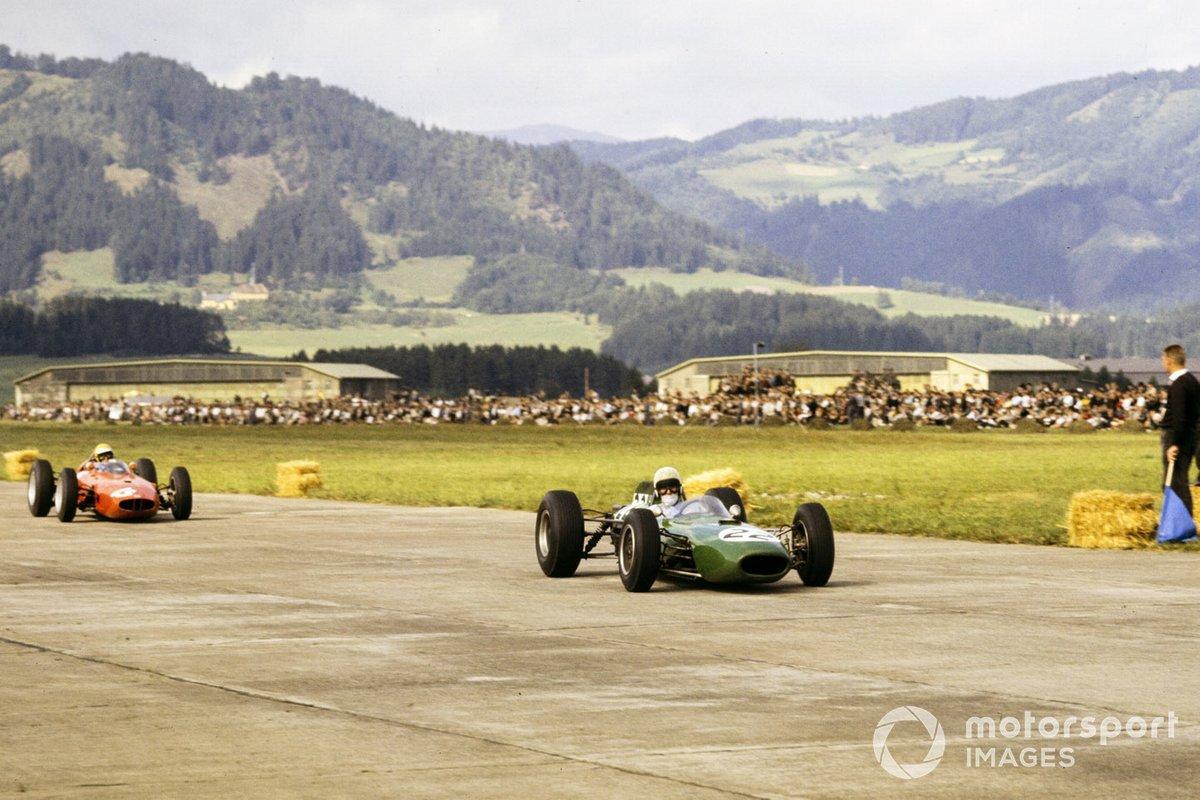 Когда после финиша механики Андерсона (№22) решили проверить приводные валы его Brabham, оказалось, что с обеих сторон их крепления полностью разрушены, и валы держались на честном слове. И все же они позволили британцу финишировать третьим