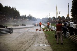 Clay Regazzoni, Ferrari 312B2, se incendia después de golpear a Carlos Pace, Team Williams Politoys March 711