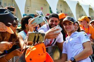 Lando Norris, McLaren con fans