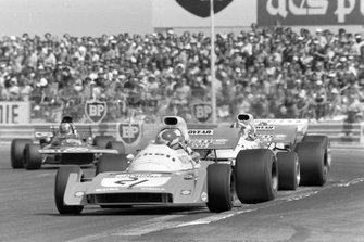 Jean-Pierre Beltoise, Matra MS120B, Chris Amon, Matra MS120B, Francois Cevert, Tyrrell 002 Ford