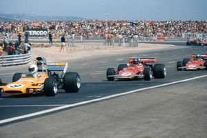 Denny Hulme, McLaren M19A Ford, Emerson Fittipaldi, Lotus 72D Ford, Reine Wisell, Lotus 72C Ford