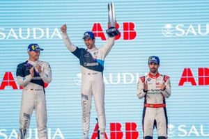 Race winner Alexander Sims, BMW I Andretti Motorsports celebrates on the podium with Maximilian Gunther, BMW I Andretti Motorsports, 2nd position, Lucas Di Grassi, Audi Sport ABT Schaeffler, 3rd position