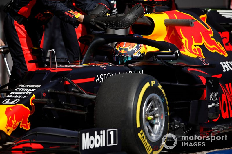Alex Albon, Red Bull Racing entra per un pit stop